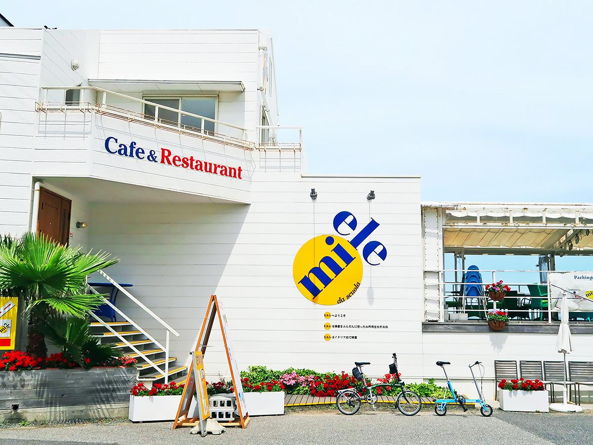 淡路島の海辺のカフェ「ミエレ」の外観