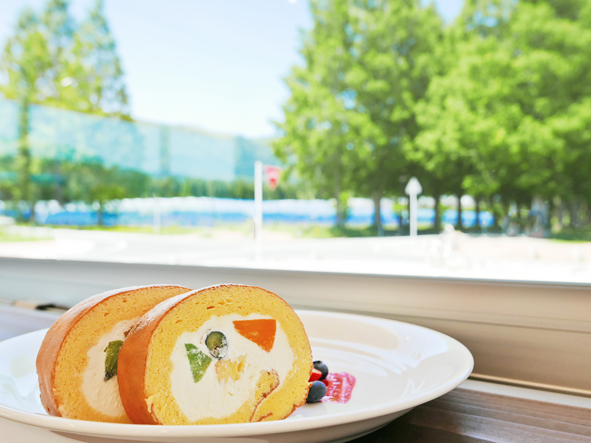 並木カフェメタセコイアのロールケーキの写真