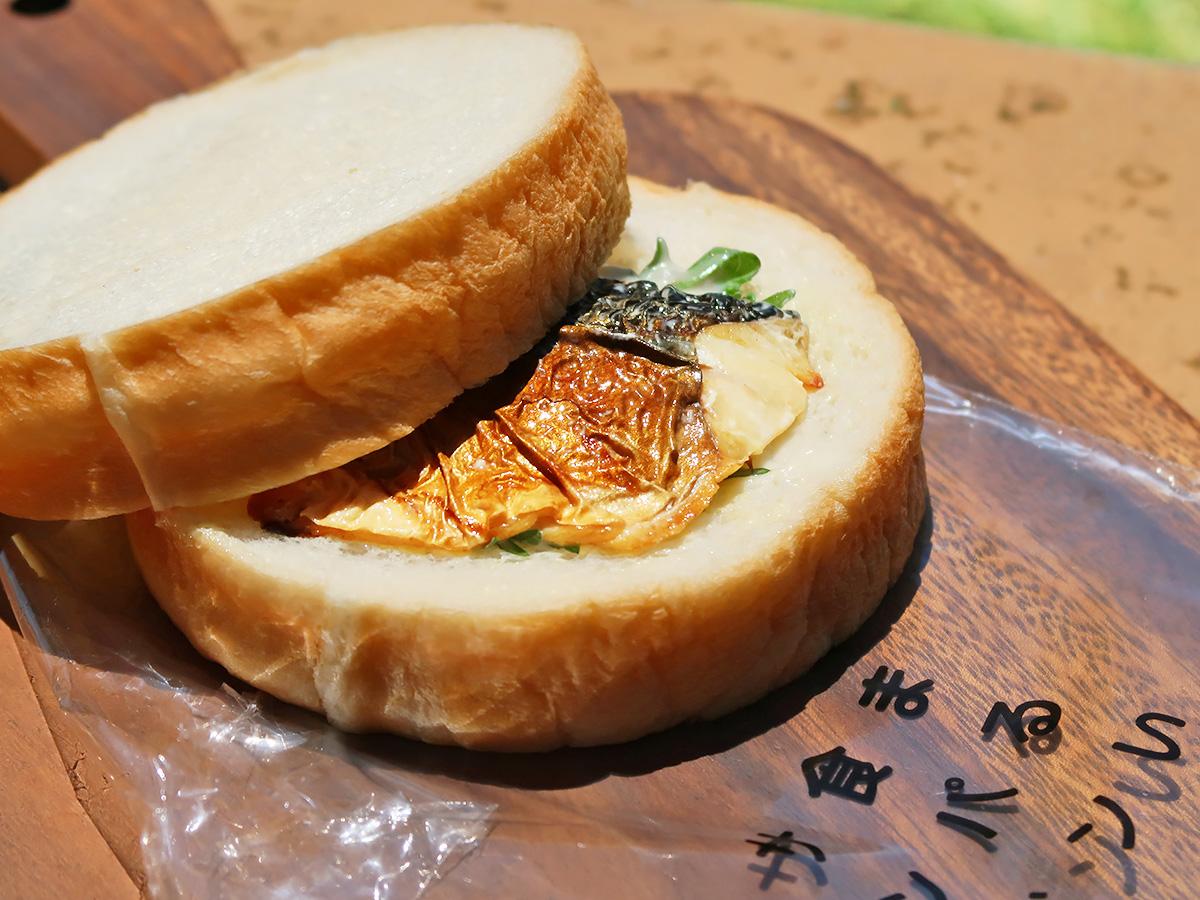 つるやパン「まるい食パン専門店」の焼き鯖サンド
