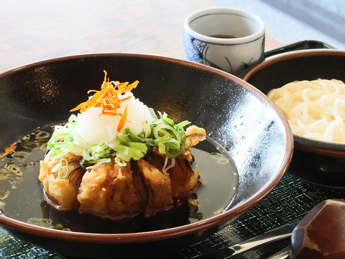 淡路島のうどん屋さん「いづも庵」の「玉ねぎつけ麺」の写真