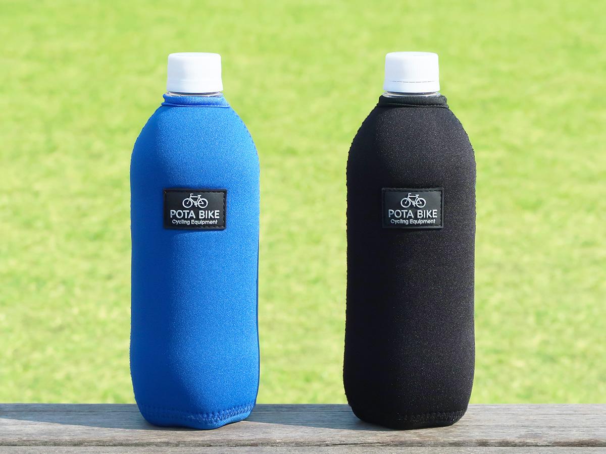 「POTABIKEペットボトルカバー」を装着したペットボトルを2本並べた写真