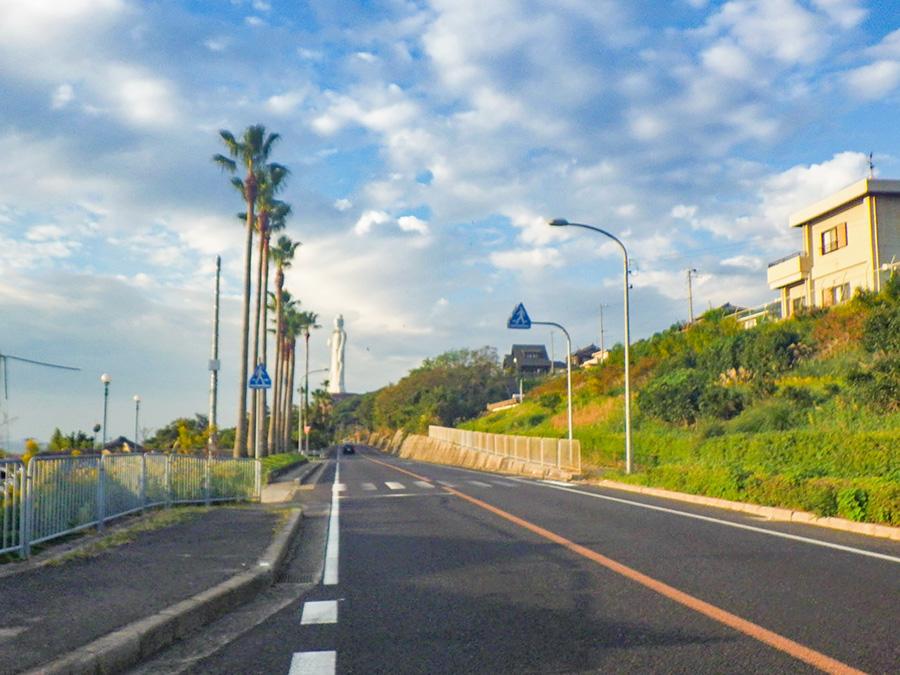 淡路島の巨大な仏像「世界平和大観音像」が見える風景