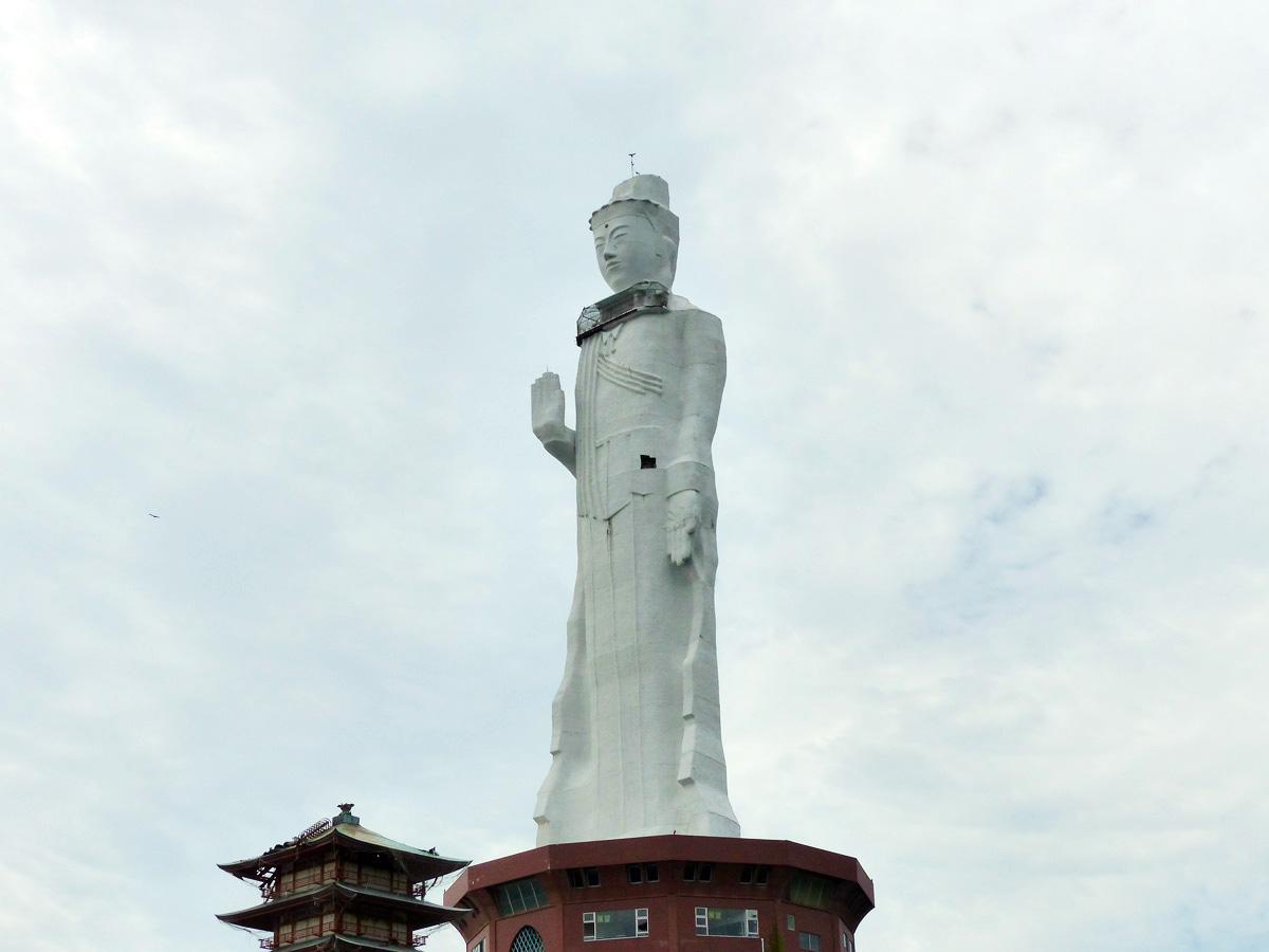 淡路島の巨大な仏像「世界平和大観音像」