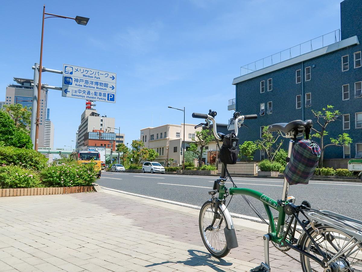 神戸の中心部に自転車で行く様子