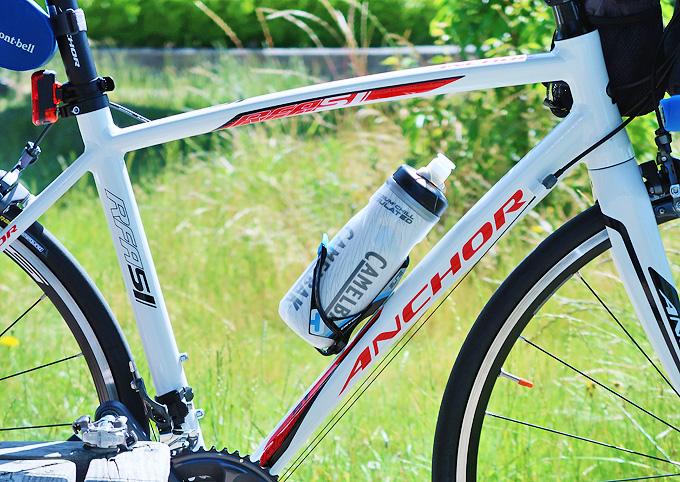 アルミフレームの自転車の写真