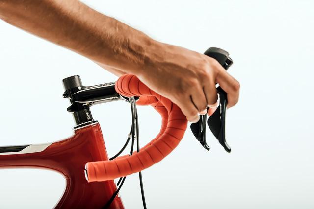 カーボンフレームの自転車の写真