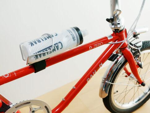 ダホンD-Zeroにボトルケージとボトルが装着されている写真