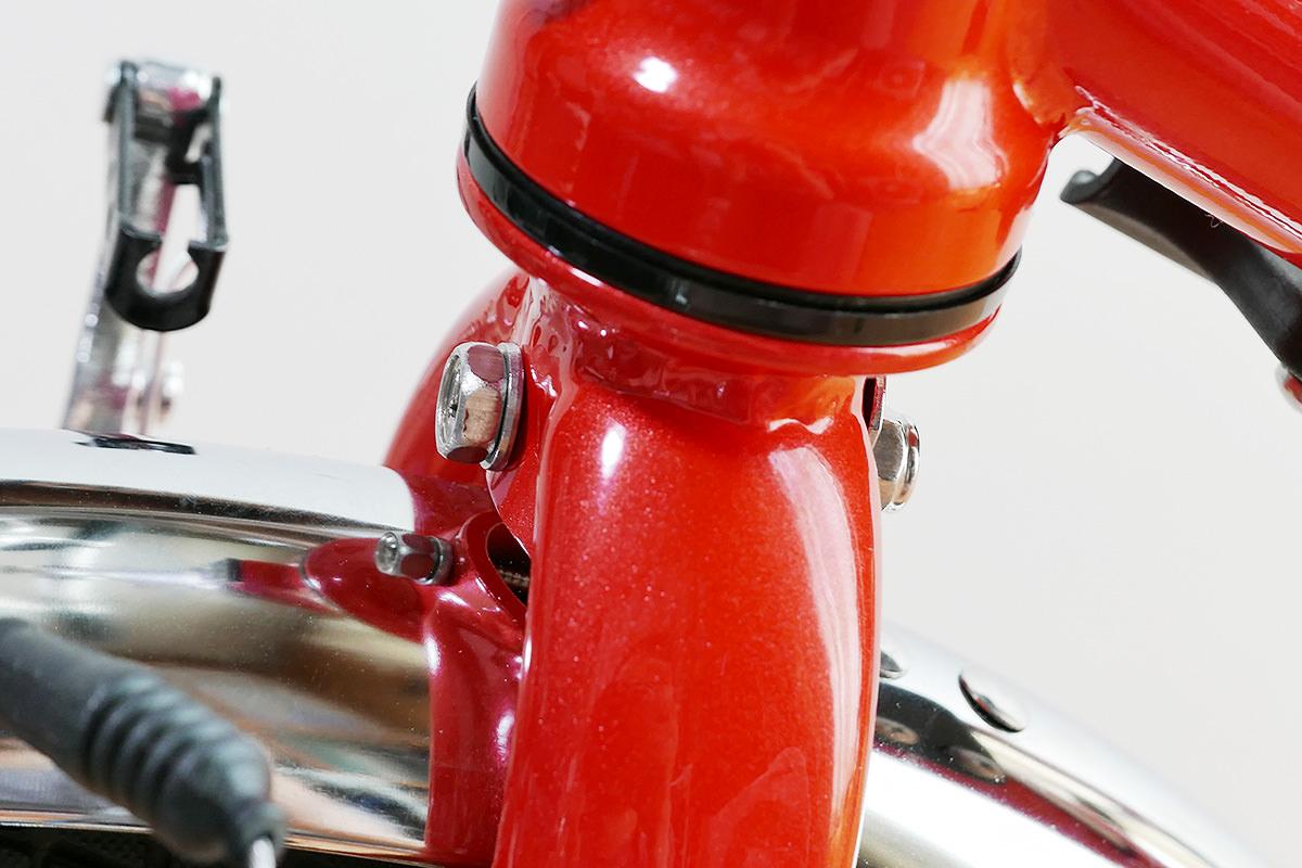 フェンダーを固定しているボルト&ナット部分の写真