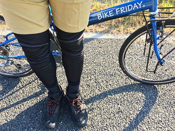 冬のサイクリングの防寒・寒さ対策に役立つサイクルタイツの着用例の写真