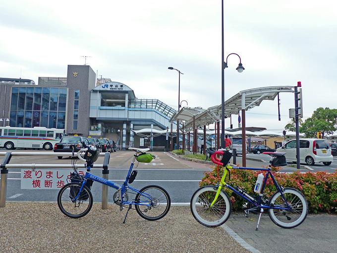JR「守山駅」前の風景の写真。バスやタクシーが止まっている。
