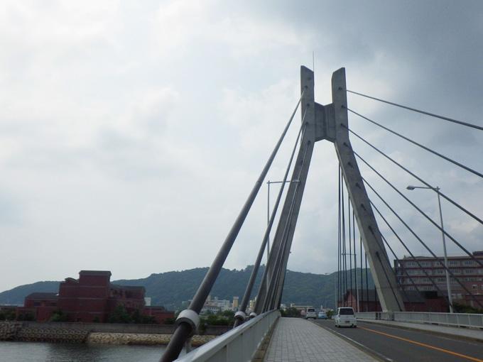 淡路島の洲本市にある吊り橋「洲浜橋」の写真