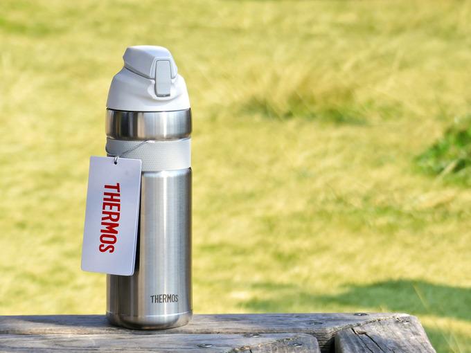 自転車専用の魔法瓶・保冷ボトル「サーモス真空断熱ストローボトルFFQ-600」の写真