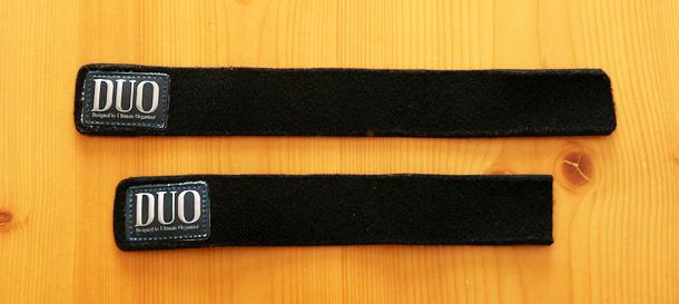 ネオプレン素材で出来た黒いベルトが2本ある写真。長さは短いものと長いものがある。