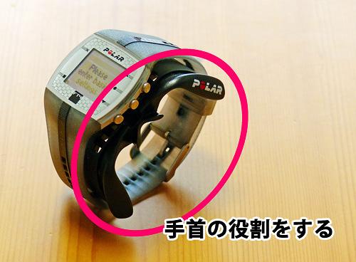 「Polarバイクマウント(リストバンドタイプ用)」に腕時計型の心拍計を取り付けた写真。「Polarバイクマウント」の使用例を示している。